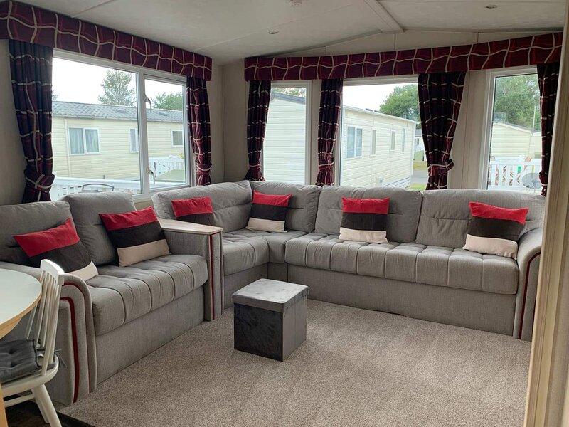 Large Mobile Home, Pevensey Bay Holiday Park,, holiday rental in Pevensey