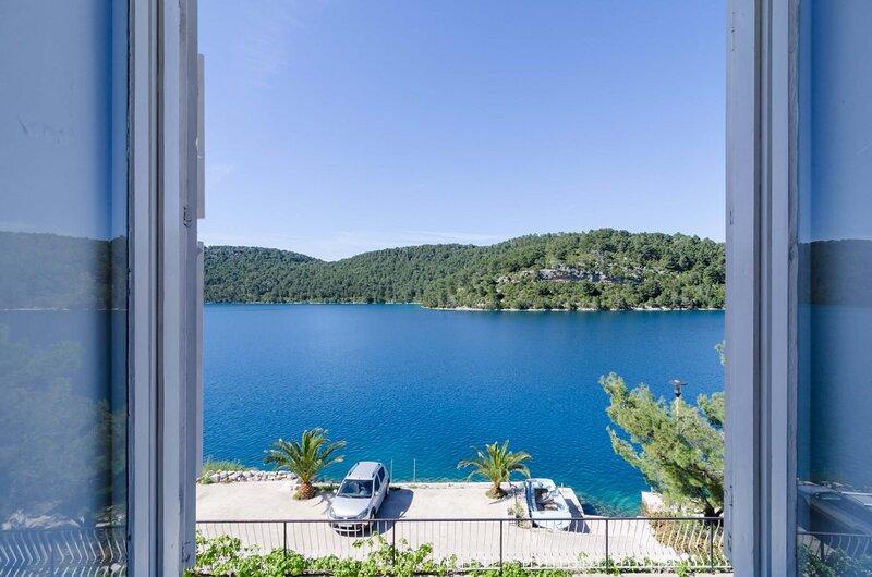 Palma Room with Sea View  - S5, holiday rental in Govedari