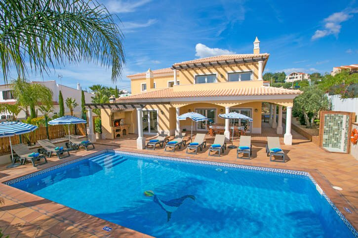 Villa Helena, Luxury villa, Central - heated pool - close to Gale beach, holiday rental in Patroves