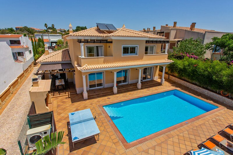 Villa Helene, Central, Luxury villa with heated pool close to Gale beach, holiday rental in Patroves