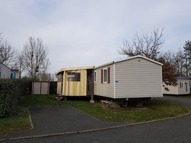 Sejourner dans un mobil-home au camping du Domaine de Dugny, holiday rental in Saint-Nicolas-des-Motets