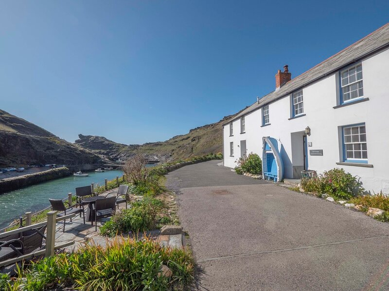 Gull Cottage, Boscastle Harbour, Grade II listed in an outstanding location, holiday rental in Boscastle
