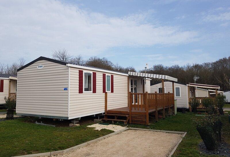 Mobile-home au camping du domaine de Dugny, a Onzain, holiday rental in Saint-Nicolas-des-Motets