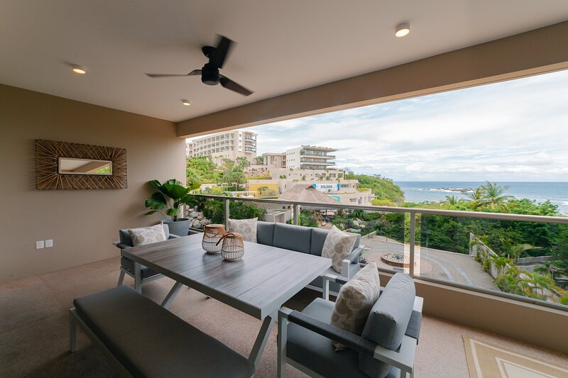 82554 - Oceanfront and steps to the beach, holiday rental in Tangolunda