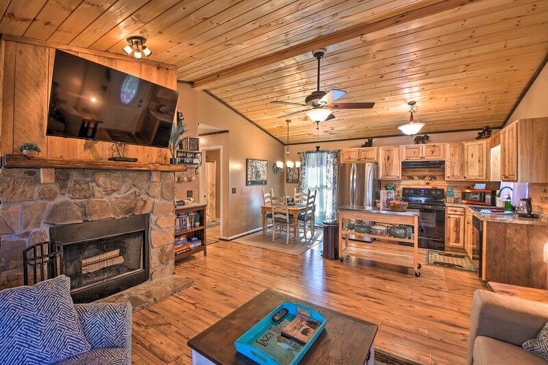 NEW! Coosawattee River Hideaway w/ Private Deck!, vacation rental in Ranger