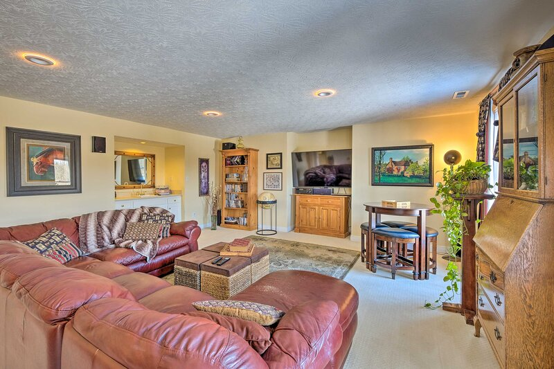NEW! Louisville Apt w/ Patio, Fire Pit & Game Room, holiday rental in Middletown