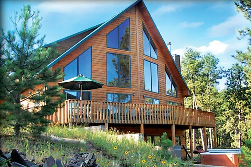 Midnight Blu Close to Lake Pactola WiFi  Hot tub!, holiday rental in Rochford