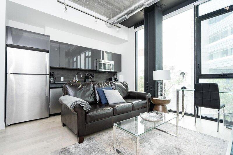 8th Floor Executive 1 Bedroom Condo, holiday rental in Winnipeg