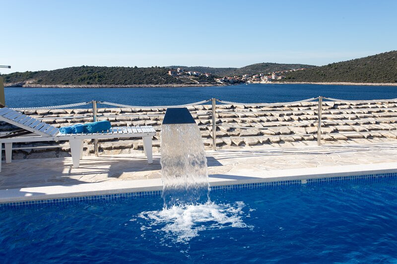 Holiday 3 BR Relax Stone House, Pool, Sauna, Sea-view, Sevid :), vacation rental in Sevid