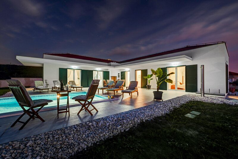 Beautiful Villa Anica, in Dalmatia, with a Pool, vacation rental in Sukosan