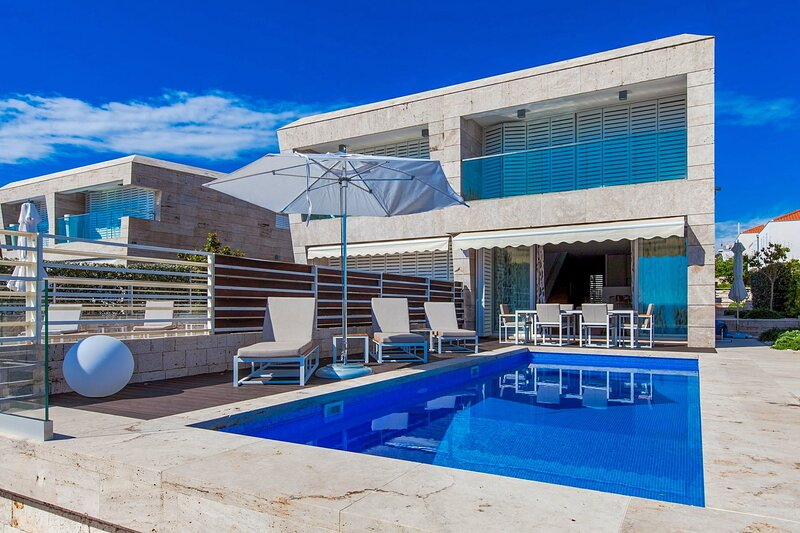 Modern Villa Calla, in Dalmatia, with a Pool, holiday rental in Petrcane
