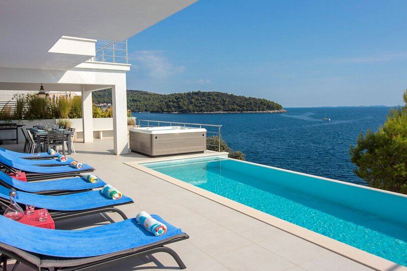 Modern Villa Carpe Korcula, next to the sea, holiday rental in Brna