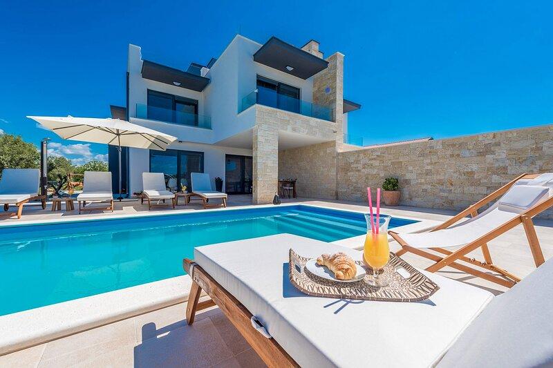 Modern Villa Anita, in Dalmatia, with a Pool, casa vacanza a Sukosan