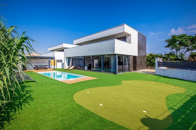 Modern Villa Aurus, on the Island of Vir, alquiler de vacaciones en Vir