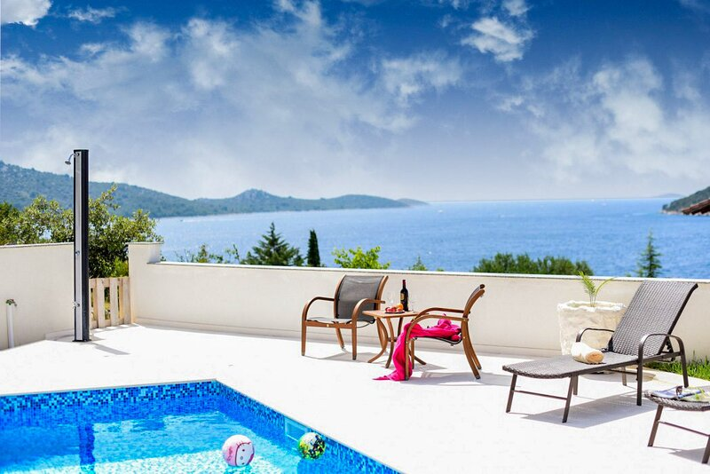 Beautiful Villa Carré Violet, with a Pool, holiday rental in Rogoznica