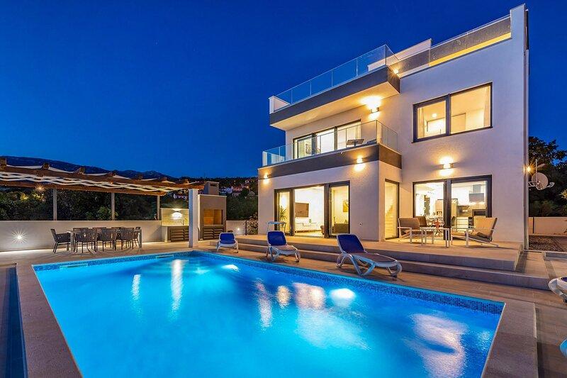 Modern Villa Carpe Diem, in Dalmatia, with a Pool, vacation rental in Jasenice
