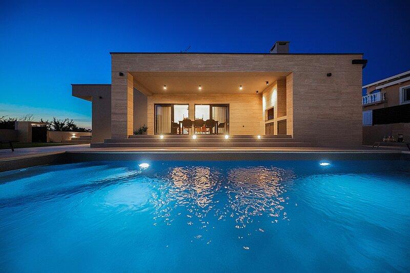 Beautiful Villa Anlero, with a Pool, holiday rental in Nin