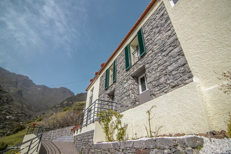 Green Valley House Madeira, holiday rental in Ribeira Brava
