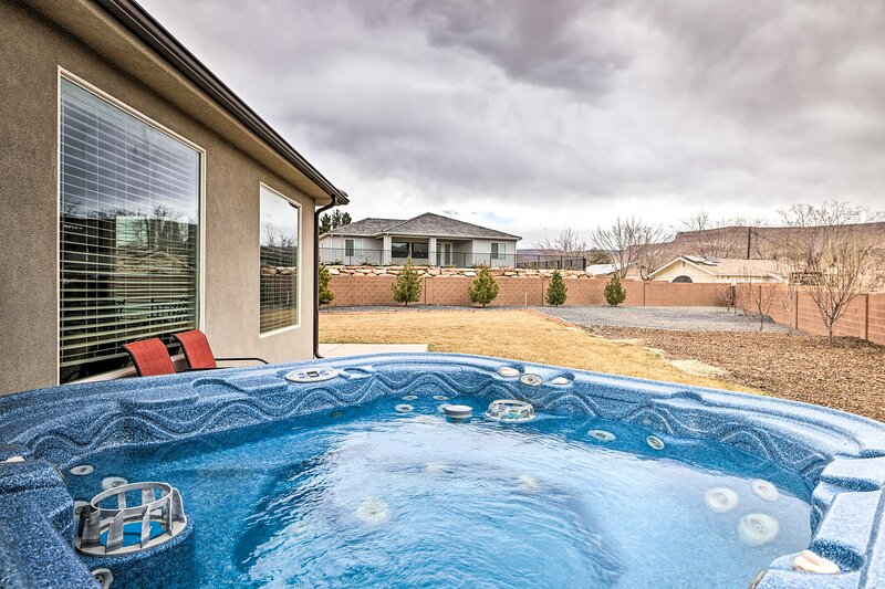 La Verkin House w/ Hot Tub - 30 Mins to Zion!, holiday rental in Toquerville