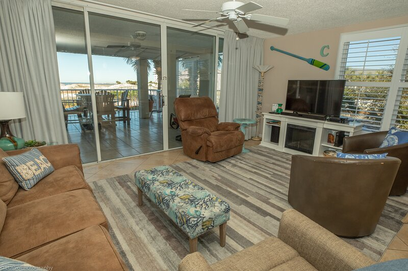 Mag 112 is a Beautiful 2 BR with free beach service for 2 in Destin Pointe, holiday rental in Shalimar