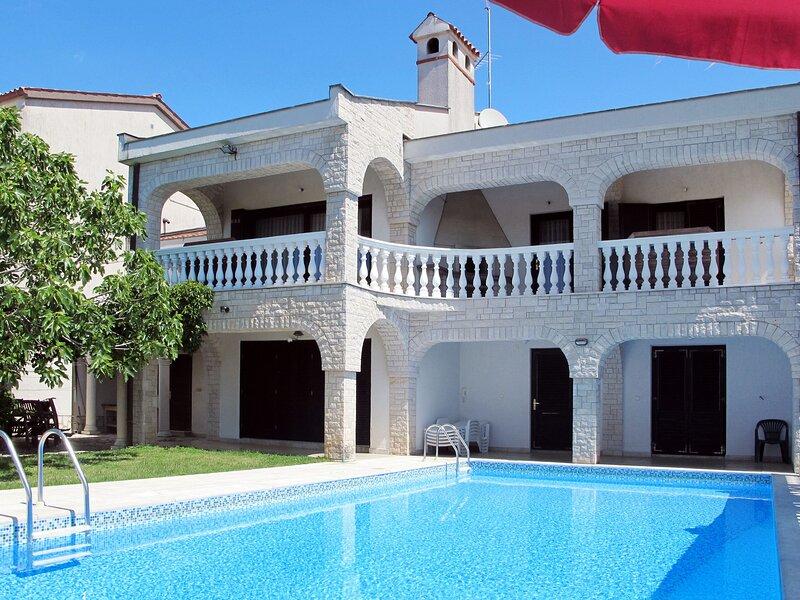 Villa Ursa (PUL320), holiday rental in Pjescana Uvala