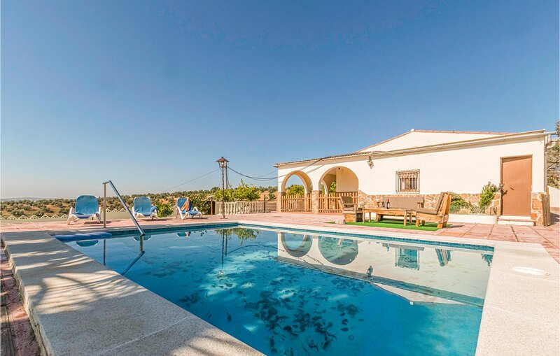 Nice home in Montoro with Outdoor swimming pool, WiFi and 3 Bedrooms (EAC542), location de vacances à Andujar