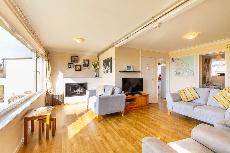 The Crest | Fantastic 3 bedroom home on the beach!, location de vacances à Lessingham