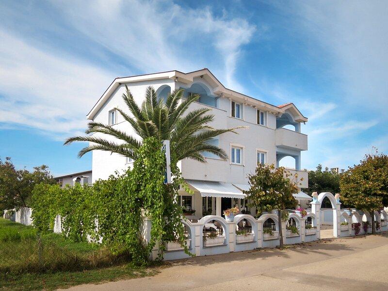 House Jadran (NIN121), vacation rental in Nin