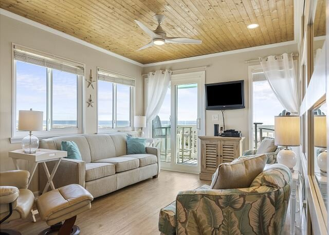 DIRECT OCEANFRONT, UDPATED CONDO WITH AMAZING VIEWS!, holiday rental in Morehead City