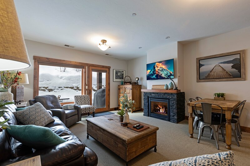 Incredible Whitefish Mountain Ski and summer baselodge!!!, holiday rental in Polebridge