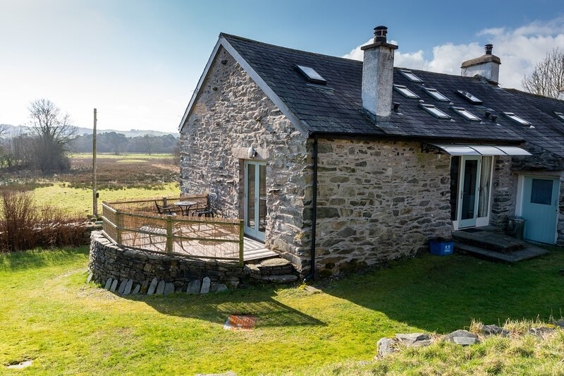 Syke Barn - Beautifully refurbished two-bedroom cottage in an idyllic setting., vacation rental in Lakeside