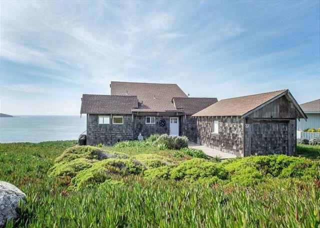 'Breaking Waves'On Bluff! 5 min walk to beach.VIEWS!, casa vacanza a Dillon Beach