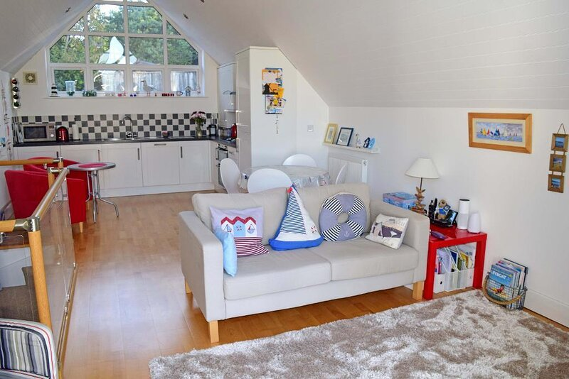 Windward - 2 Bedrooms - Close To Harbour And Bembridge Beaches, aluguéis de temporada em Bembridge