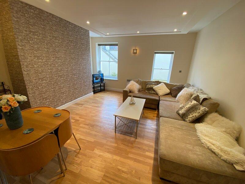 Easby Breakaways - **Modern Apartment 5 mins from South Bay, Scarborough**, alquiler de vacaciones en Scarborough District