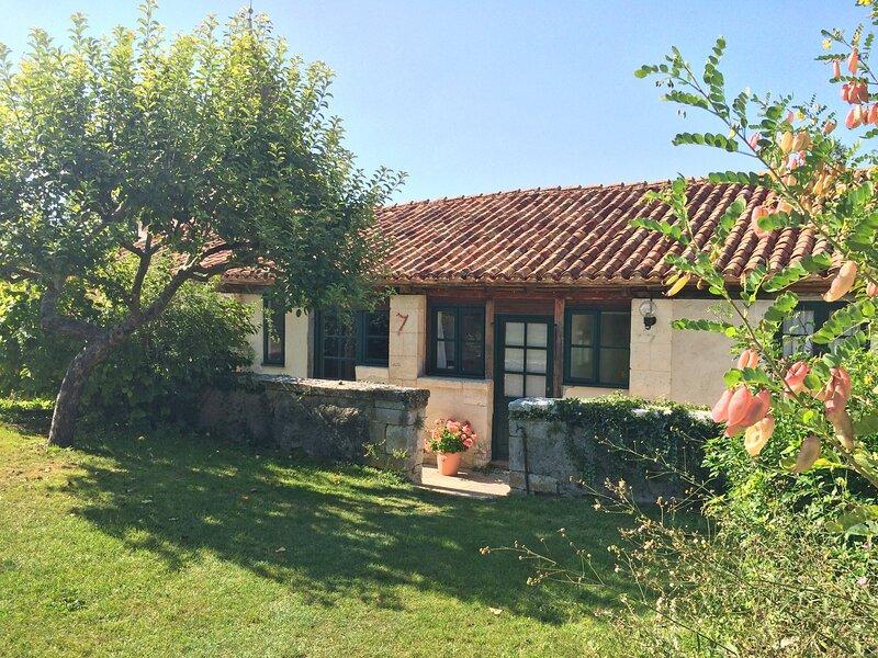 L'Amandier, Le Manoir de Longeveau, holiday rental in Petit-Bersac
