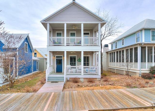 Carlton Landing! Charming Cottage on boardwalk!, vacation rental in Canadian