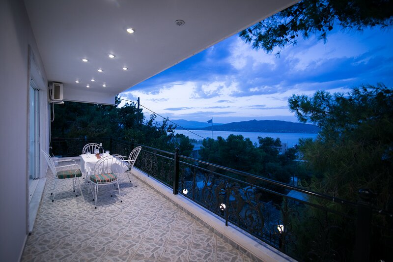 Aias Summer House - Perfect Location, holiday rental in Salamina