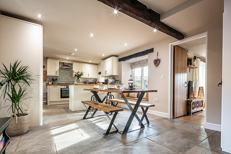 Hilldale Cottage - Recently Renovated, holiday rental in Chelmorton
