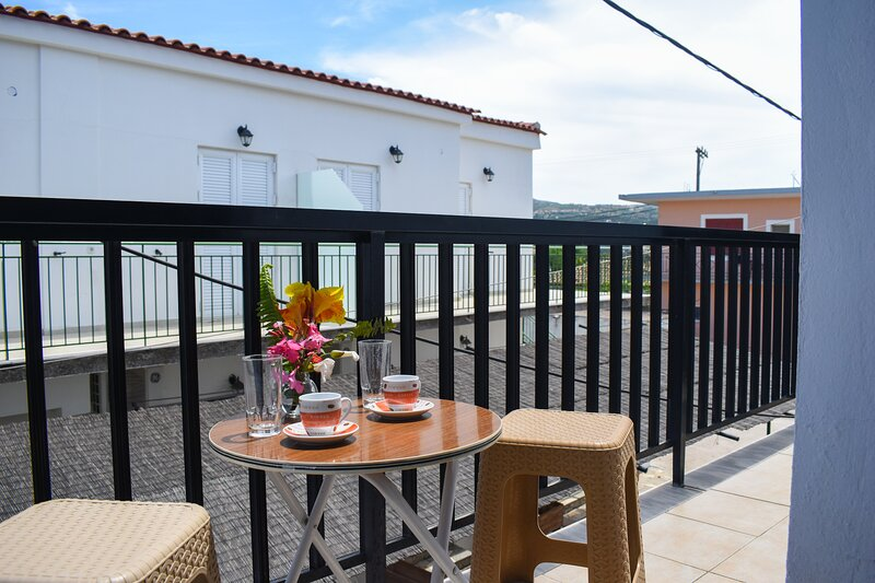 Spacious studio just 150m to the beach, holiday rental in Tapia
