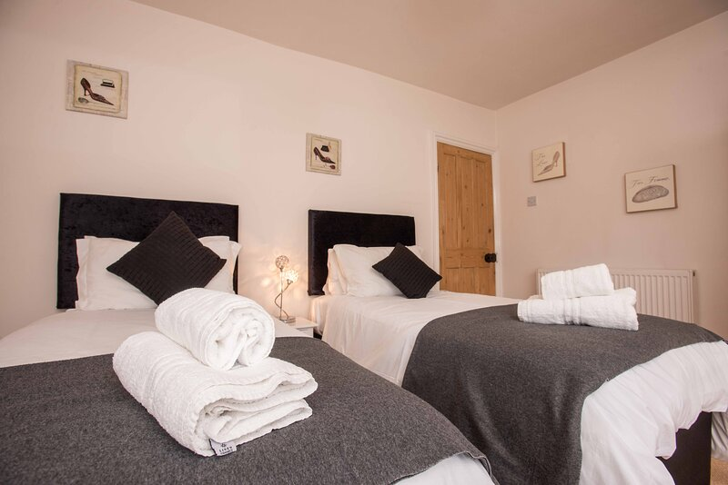 Inviting 4-Bed House in Oxford, vacation rental in Eynsham