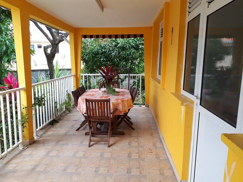 Amazing house with garden & terrace, location de vacances à Le Marin
