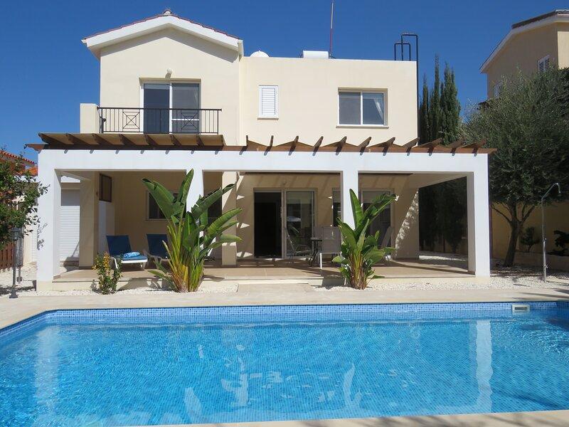 Villa Ola, Beautiful Villa with Private Pool, holiday rental in Argaka