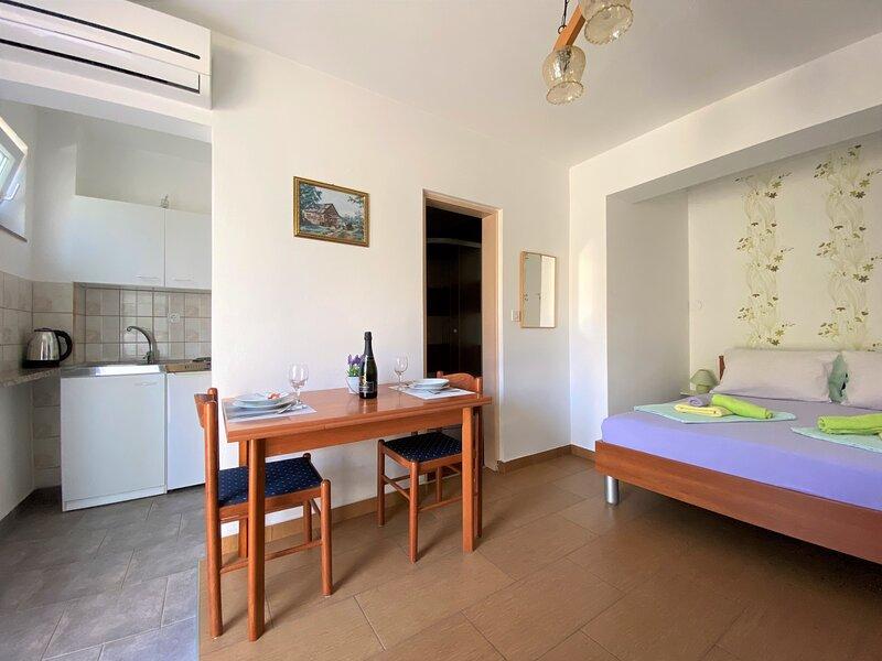 Studio-Apartment Dijana in Krk Town – semesterbostad i Krk