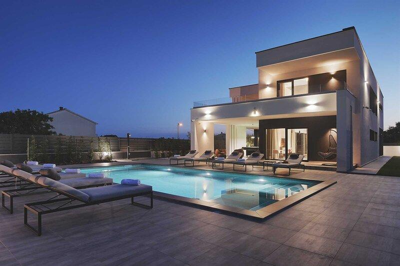 Villa Grandiosa with Pool, holiday rental in Skatari