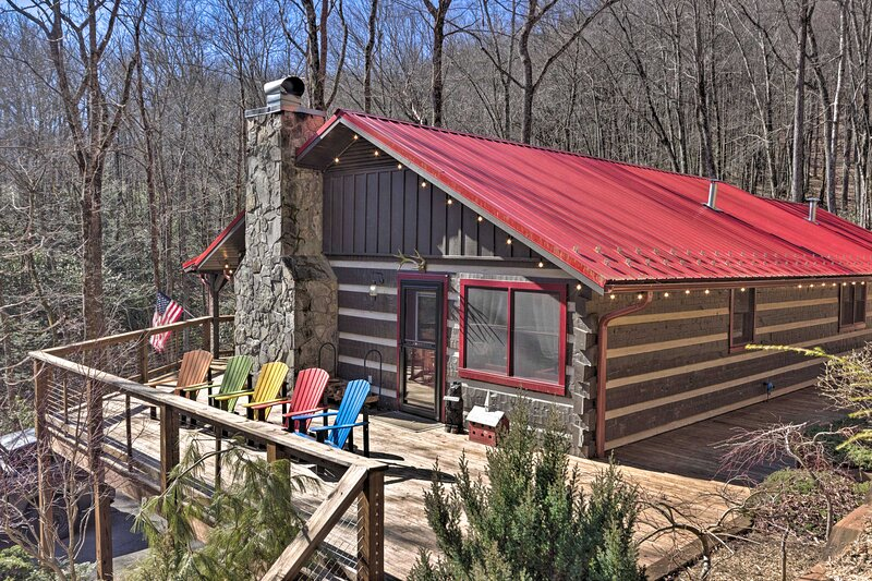 NEW! Secluded Mountain Cabin with Deck + Fire Pit, holiday rental in Little Switzerland