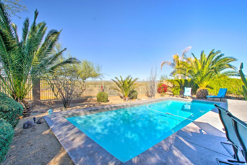 NEW! Desert Home w/ Fire Pit, Direct Trail Access!, holiday rental in Anthem