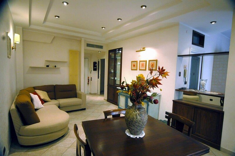 Modern lodging in Rome,A/C,high speed WI-Fi,suburb area,near bus and metro stops – semesterbostad i Ciampino