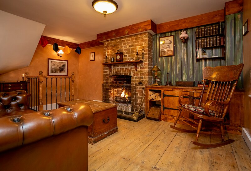 Fagin's Den themed holiday cottage by the sea., aluguéis de temporada em Broadstairs