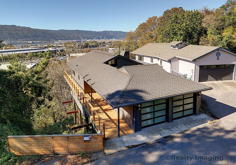 Mid Century Modern with sweeping Northwest Hills and Sunset Views, holiday rental in Portland
