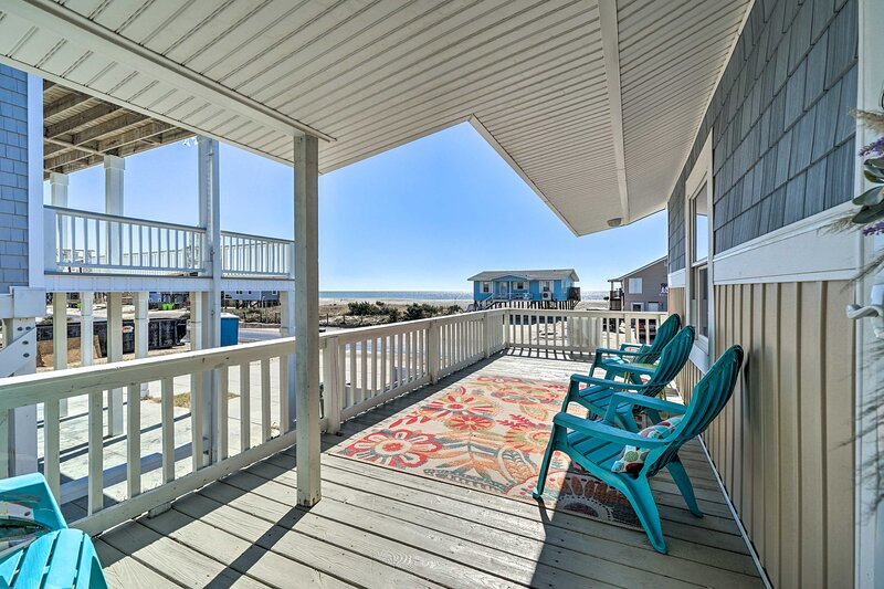NEW! 'Island Time' Cottage w/ Grill, Walk to Beach, holiday rental in Long Beach